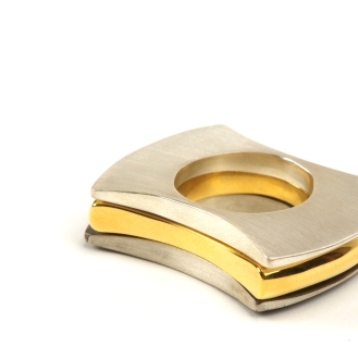 Same Same But Different, 1 ring set stacked, 2009, gold-plated copper, oxidised 925 silver, 925 silver
